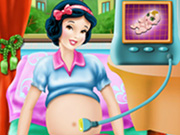 Play Snow White Maternity Doctor
